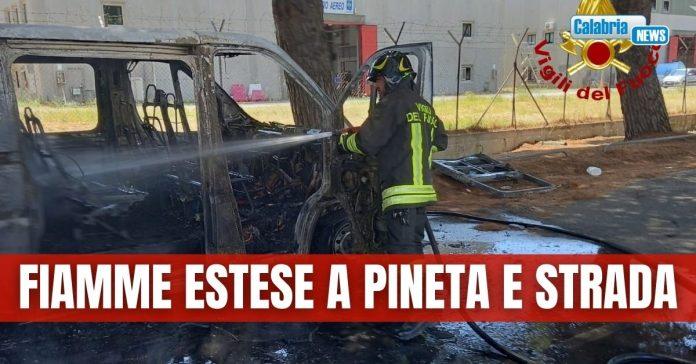 minibus fiamme Lamezia