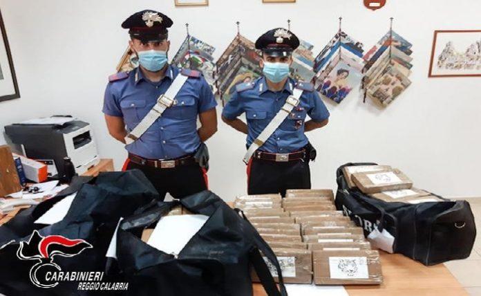 Droga: sequestrato maxi-carico cocaina a Gioia Tauro