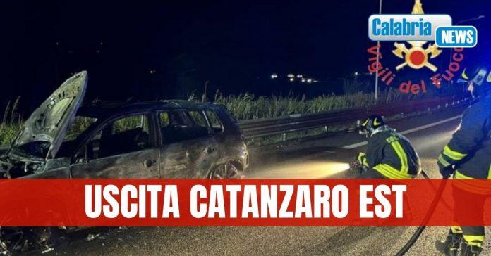 auto in fiamme a catanzaro est